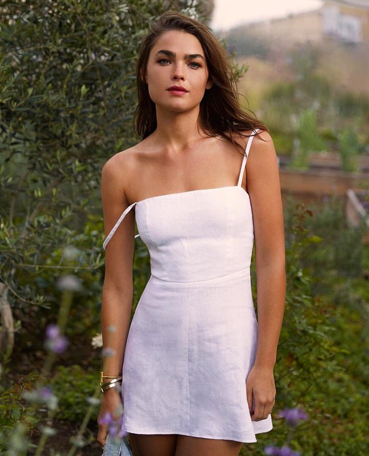 "BAMBI NORTHWOOD BLYTH en Instagram: ""MMMMMMM YES JADORE THE SECRET GARDEN LINEN PARTY @reformation """