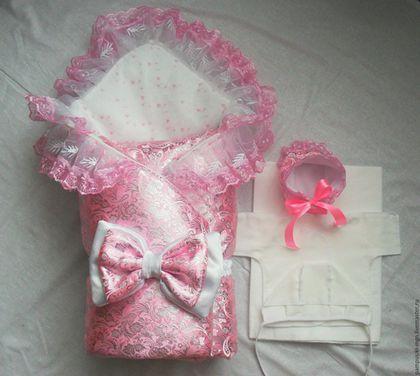 Купить или заказать Комплект на выписку Парча в интернет-магазине на Ярмарке Мастеров. 0467 Комплект на выписку Парча 7 предметов - одеяло 110*110 с кружевом - уголок - пеленка - распашонка - чепчик - чепчик нарядный -…