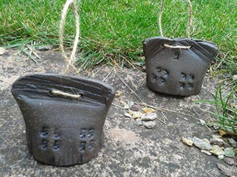 zvonky domky tmavé keramika zvonek starobylý