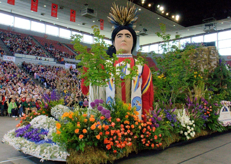 The only major American parade to start indoors. The Portland Rose Festival Grand Floral Parade