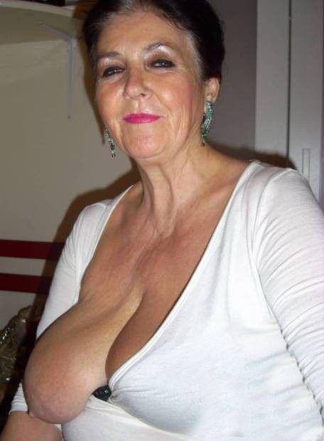 Mujeres maduras amateur en escenas de sexo en Pornes