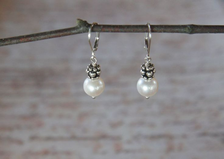 Classic pearls with sterling silver bead