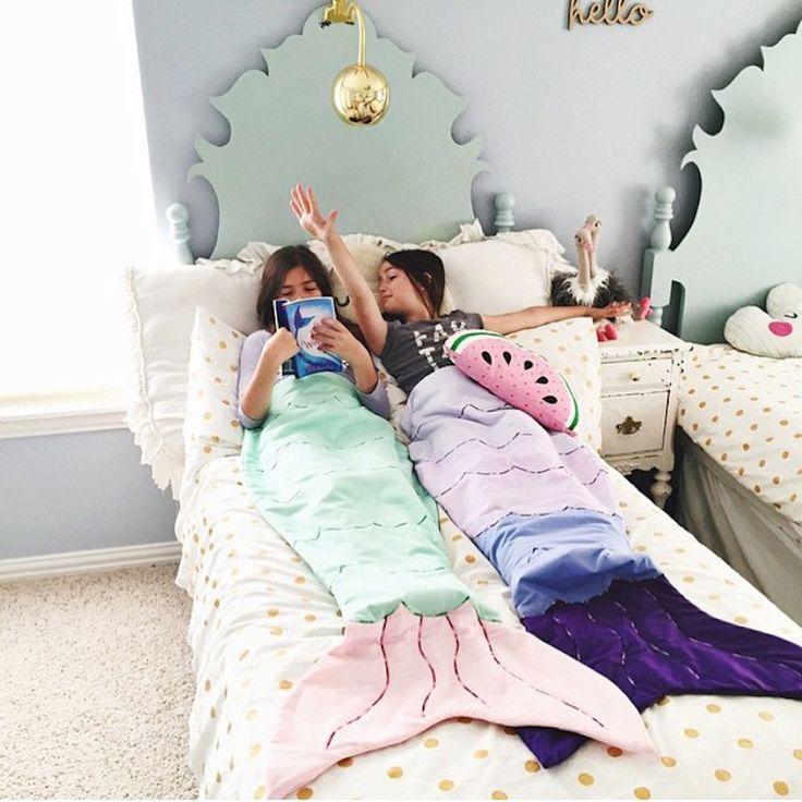 Divertidas mantas infantiles con forma de colas de sirenas.