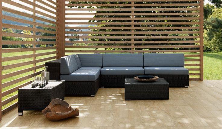 Buiten lounge inspiratie, met keramisch parket.