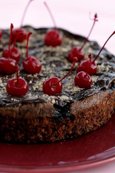 Tort orzechowo - czekoladowy z wiśniami i marcepanem