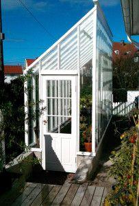 Växthus för terassen! Så smart! Från Sweden greenhouse. #garden #trädgård #swedengreenhouse.se