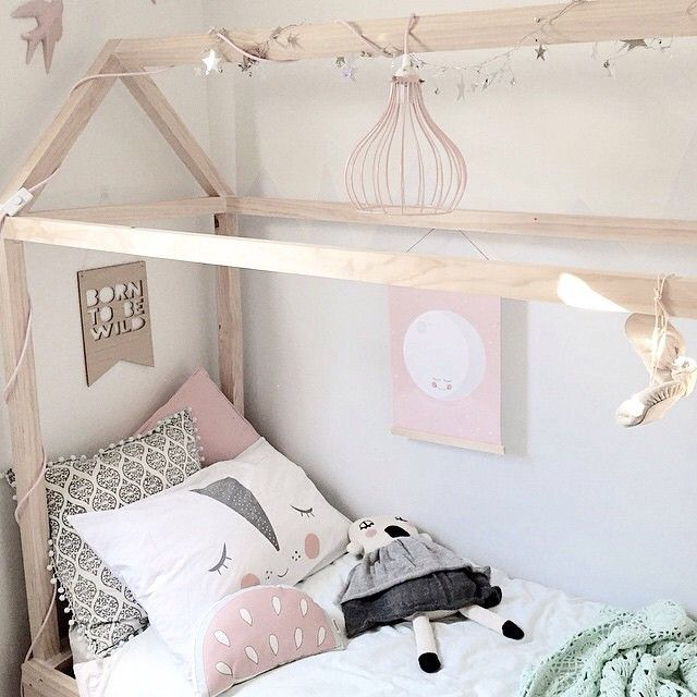 How divine is this little space created by @mintinteriordesign  I cant stop swooning over it. Absolute perfection! You can find 'Rosy the Dreamer' pillowcase by One in a Melon Designs on our website and it is currently on sale along with a great selection of amazing stock. Visit our sale page - www.pipandsox.com.au #inspiration #kidsinterior #sale #pipandsox