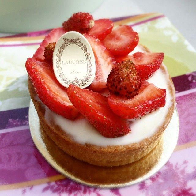 #laduree #tartefraise #dessert #tropbon #nice