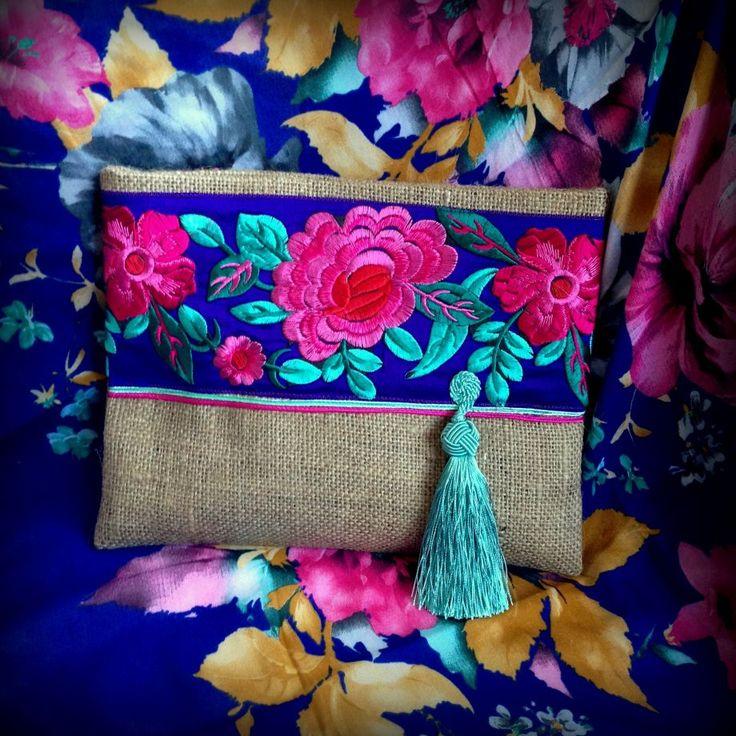 Natürel Jüt Etnik İşlemeli Özel Tasarım Çanta El yapımı özel tasarım çanta hardal naturel jüt kumaşı, etnik el işi işleme ve püskül.... 274842