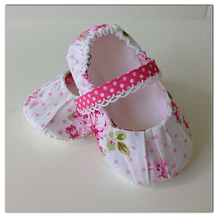 Cutest little baby shoes, handmade by Karen of Posh Bots #tanyawhelan #babyshoes #handmade