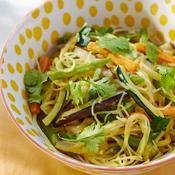 Nouilles sautées aux légumes et coco - une recette Végétarien - Cuisine