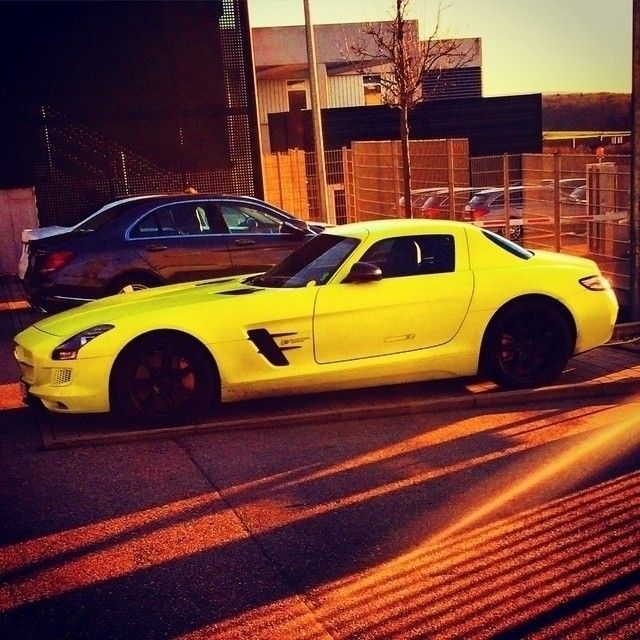 fast like a flashthe sls amg electric drive mbphotocredit sebastianschimmel
