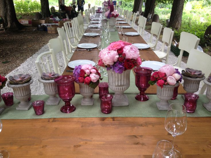 Vintage style wedding decor with beautiful flowers