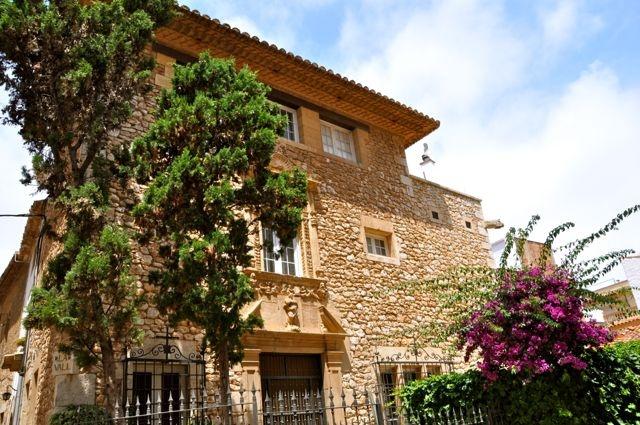 17 best images about sitges casco antiguo y sant sebasti on pinterest santiago patio and photos - Arquitecto sitges ...