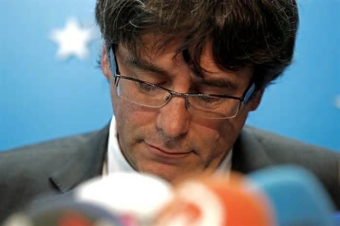 """Arrest warrant issued for ousted Catalan leader: lawyer BRUSSELS (Reuters) - A Spanish judge has issued an arrest warrant for ousted Catalan leader Carles Puigdemont, his lawyer told Belgian state broadcaster VRT on Thursday. """"I have just heard from my client that the warrant has been issued for the president ..."""