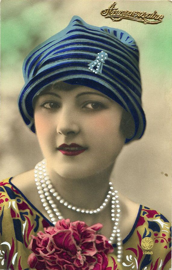 Vintage French hand tinted photo postcard - Flapper art deco lady with pearl necklace