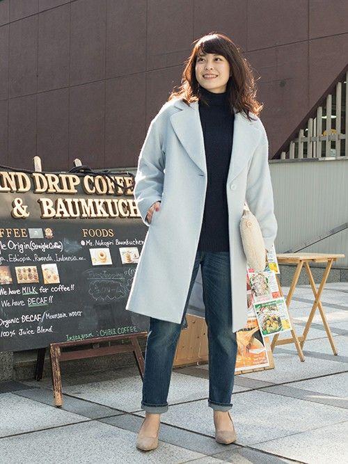 大きな襟元が女性らしいフォルムコート。休日のデニムスタイルにも相性抜群♪