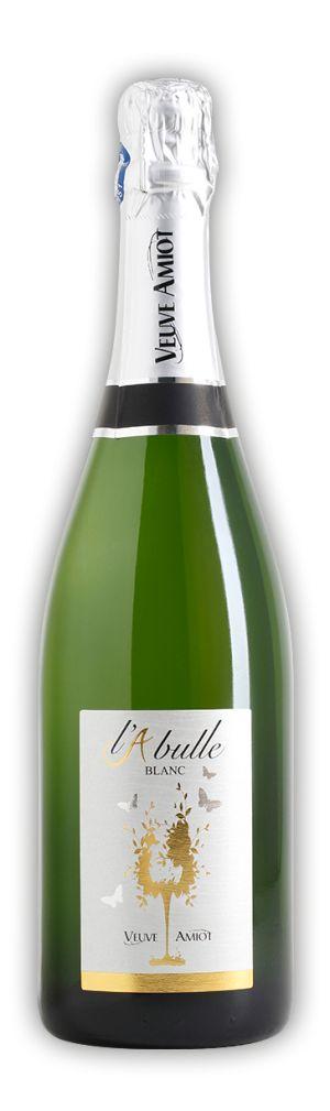 Ce vin effervescent blanc en Méthode Traditionnelle sans appellation est issu d'un assemblage de différents cépages du Val de Loire comme le Chenin blanc, le Chardonnay et le Sauvigon. Vin de partage, accompagnant vos apéritifs et desserts de fruits de saison. Robe jaune pâle, effervescence soutenue. Notes fraîches, légères et fines d'agrumes, de fleur d'oranger, de petits fruits à chair mûre que l'on retrouve aussitôt en bouche : abricot, pêche de vigne, mirabelle.