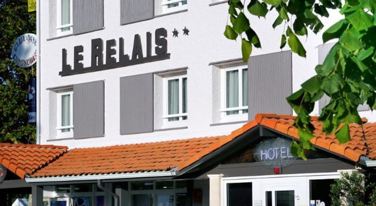 Logis Le Relais Biscarrosse The Logis Le Relais is located 11 km from Biscarrosse Beach, 23 km from Landes de Gascogne Regional Natural Park, and includes free WiFi internet access.  This hotel features air-conditioned, soundproofed guest rooms.