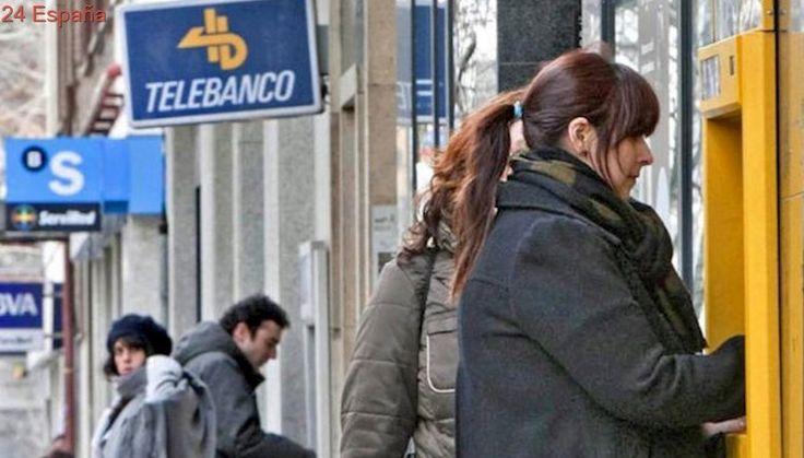 Menos cajeros y más tarjetas en circulación en España