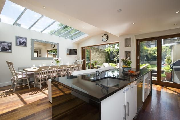 Light and airy side extension to kitchen with sliding doors and roof lights. I love this so much~!
