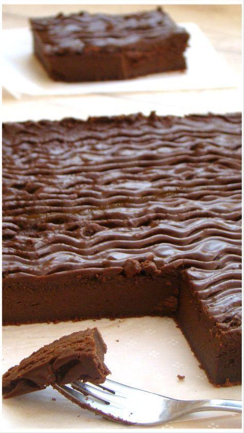 """GÂTEAU AU MASCARPONE ET CHOCOLAT """" CYRIL LIGNAC"""" Une vrai Merveille, Gourmand, Fondant et Délicieux INGRÉDIENTS: 6 personnes 200g de chocolat noir à pâtissier/75g de sucre glace/40g de..."""