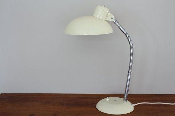This is a lovely vintage cream desk lamp made by SIS in original condition with a gooseneck made around the 1950s. SIS was founded in 1924 by