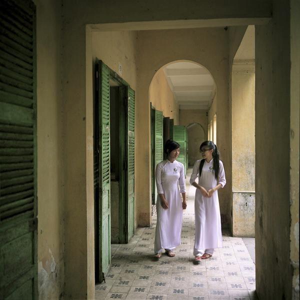 """© Eric Bénard - """"Vietnam, Vinh Long, lycéennes"""""""