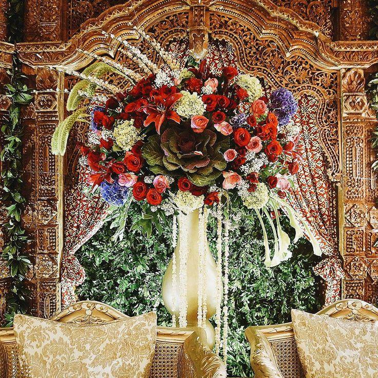 "37 Likes, 1 Comments - Event & Wedding Decor Jakarta (@sentrabunga) on Instagram: ""Classic Javanese meets chic modern flower arrangement. . . . #gardeninspired #gardeninspiredwedding…"""
