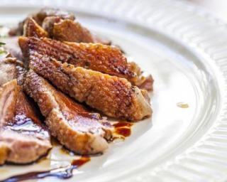 Magrets de canard au soja, miel et moutarde : http://www.fourchette-et-bikini.fr/recettes/recettes-minceur/magrets-de-canard-au-soja-miel-et-moutarde.html
