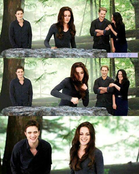 The Twilight Saga Breaking Dawn Part 2 Pic Of Edward, Bella, Carlisle And  Esme