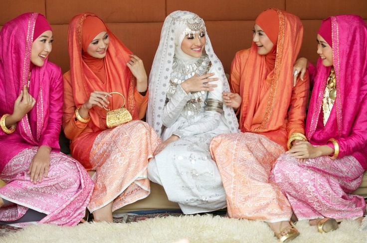Hijab Muslim bride bridesmaid Egypt