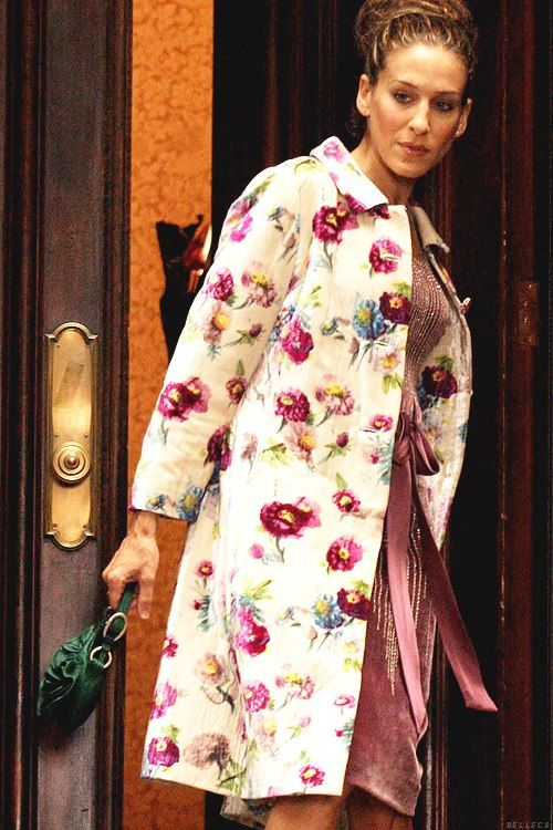 Sarah Jessica Parker as Carrie Bradshaw wearing Luisa Beccaria floral velvet…