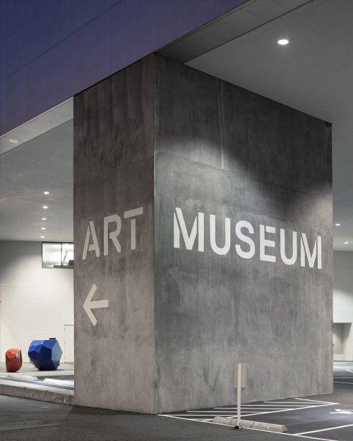 O Tacoma Art Museum, localizado em Tacoma (Washington, EUA), quase duplicou seu espaço de exposição com a expansão de uma nova ala de Arte Ocidental. O Studio Matthews foi chamado para criar a nova...
