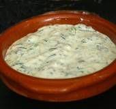 Waarom een sjalot: de sjalot geeft de saus een volle en hartige smaak.  Soort gerecht: als saus bij de barbecue of bij mosselen met Provençaalse kruiden...
