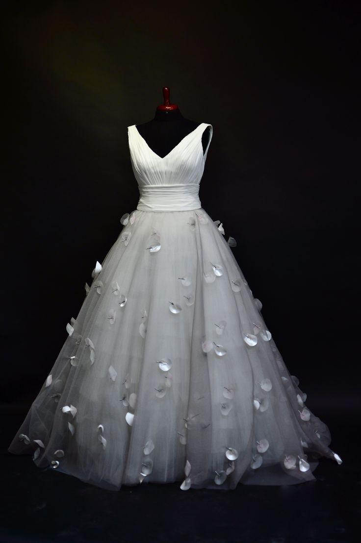 #Hillenius #HilleniusCouture #Bruidscouture #bridal #leaves #flowers #BridalFashion #bridal #hauteCouture #weddingDress #wedding #trouwjurk #bruidsjurk #trouwjapon #bruidsjapon #Marriage #Trouwen #Bruiloft #Haarlem #PaysBas #Netherlands #Chiffon #Organza