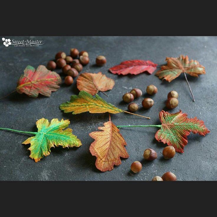 Осень — это кофе с корицей, кленовые листья, разноцветные, как часть детского рисунка, тёплые, нежные плюшки с ванилью и тонкий запах дыма...☕🍁🍂#букетыизконфетмосква #букетыизконфетназаказ #букетыизконфет #сладкиебукеты #подаркиизконфет #подаркимосква #подаркиназаказ #сладкиеподарки #сладости #свитдизайн #цветыизбумаги #бумажнаяфлористика