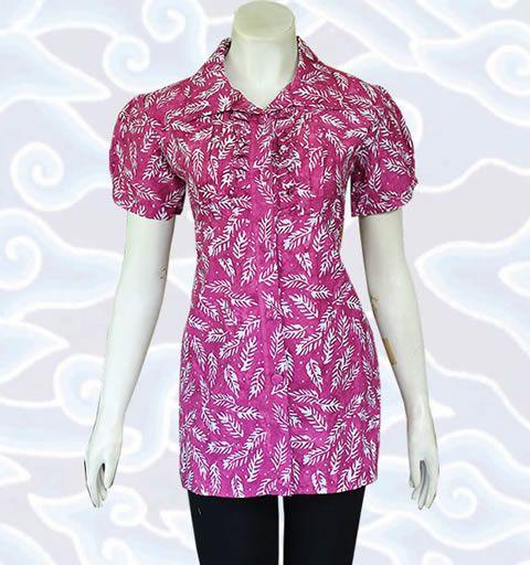 pink blouse batik http://senandung.net/blus-batik-wanita-modern/