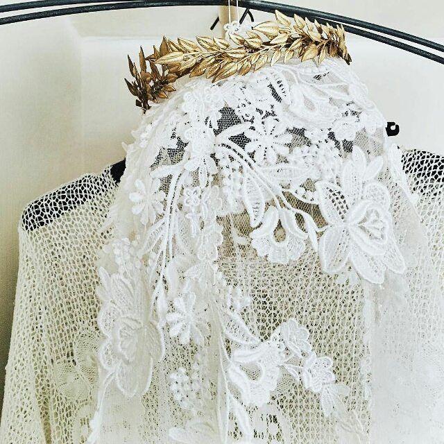 #Repost @bartsboekje ・・・ In L O V E met deze kroon van @naturae_design! Hier hangt 'ie beeldig te zijn op mijn @lauradols_antieke_trouwjurken sluier maar hij is splinternieuw en te winnen!     Link via  @bartsbruiloft #winnenwinnenwinnen #wedding #princessforaday #myprecious #bridal #crown