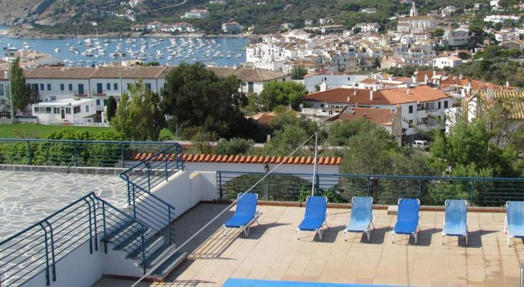 Carpe Diem Cadaqués Cadaqués Carpe Diem Cadaqués offers spacious, self-catering accommodation just off the beaches of the Costa Brava. It features an outdoor swimming pool and a picturesque garden with olive and almond trees.