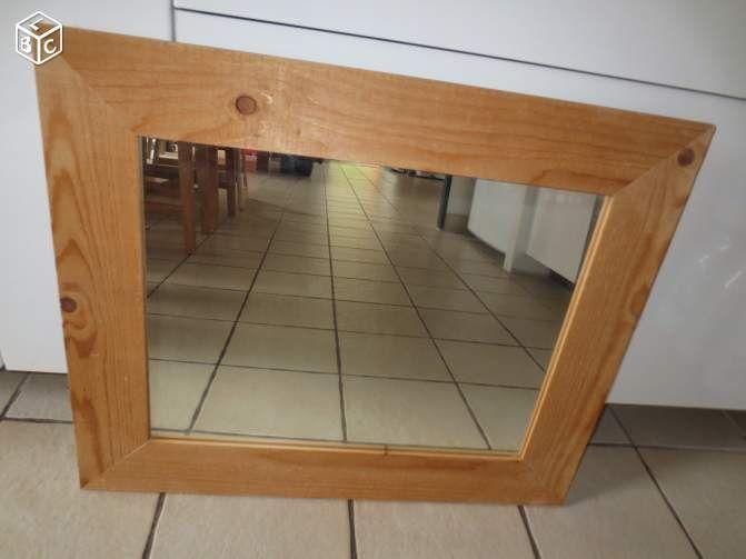 ( remy) Un miroir , cadre en bois