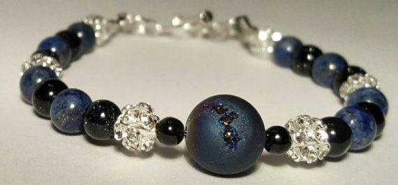 Bracelet soirée bleu pierres semi précieuses, perles 6mm, lapis lazuli, blue goldstone, cristal, agate drusique, bleu et argent, élégant