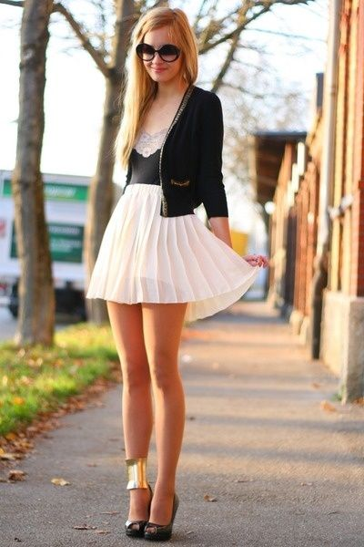 pleated skirt. gold accessories. great look