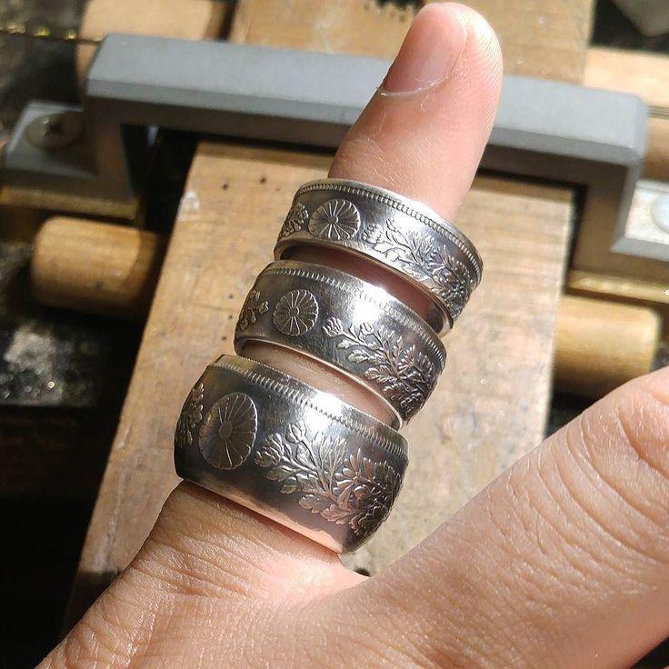 大日本帝国時代に流通していた銀貨から作成の#コインリング の一例ですが上から 旭日50銭銀貨18号8mm幅平打ち 竜50銭銀貨17号10mm幅半甲丸 一圓銀貨15号14.5mm幅甲丸  #coinring #coin #ring #coinjewelry #jewelry #silversmith #silvercoin #handmade #accessories #money #antique #vintage #japanese #nippon #菊花紋章 #和柄 #大日本帝国