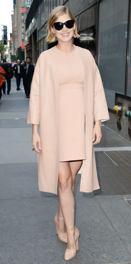 Look of the Day - September 25, 2014 - Rosamund Pike in Louis Vuitton and Marni from #InStyle