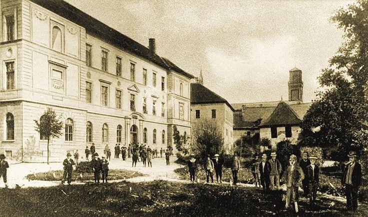 Soubor: Starý Kežmarok - Lýceum.jpeg