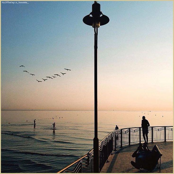 #BuongiornoMondo… La #PicOfTheDay #turismoer di oggi attende la nascita di un nuovo giorno sul porto di #Riccione ☺️ Complimenti e grazie a @_fomento_ /  Today's #PicOfTheDay is waiting for a new day on #Riccione harbor ☺️ Congrats and thanks to @_fomento_