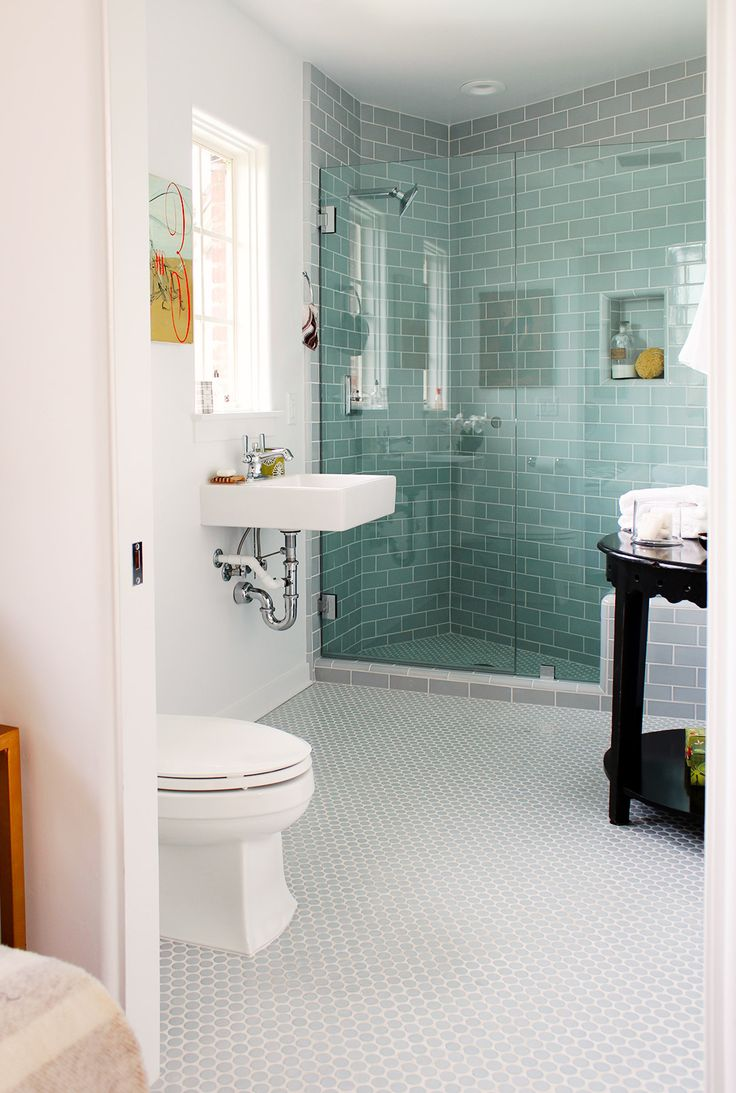 Light blue and white bathroom - 5 D Cor Mistakes To Avoid In Your Bathroom