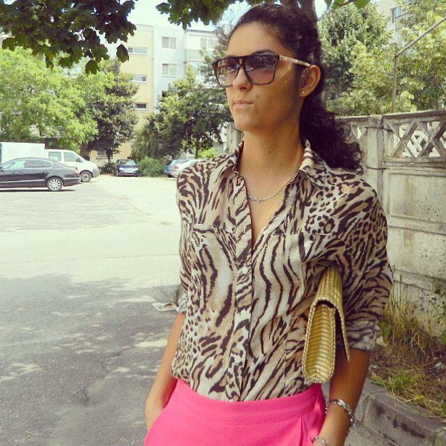 Pink leo