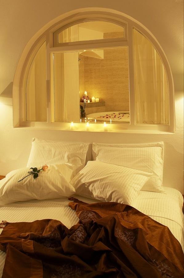 Honeymoon Suites - indoor Jacuzzi Bathtub